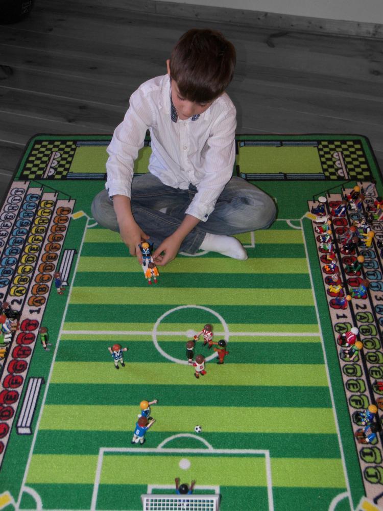tapitom tapis pour enfant football 130 x 200 cm. Black Bedroom Furniture Sets. Home Design Ideas
